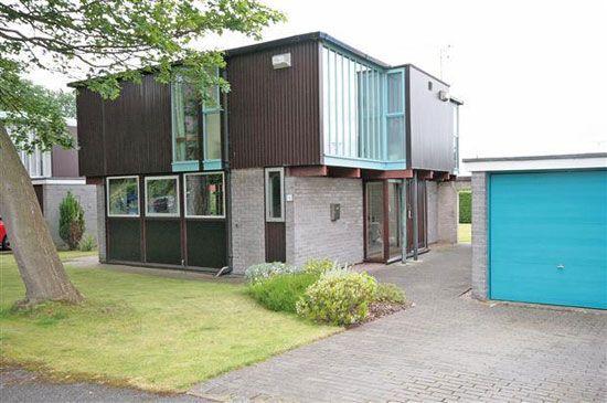1960s J Roy Parker-designed modernist property in Parkgate, Cheshire