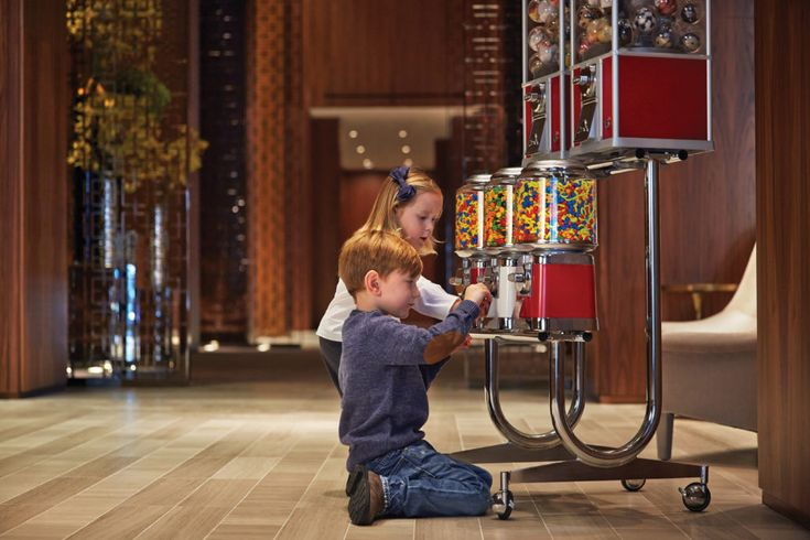 Our list of the top Toronto hotels for families that are close to all the top attractions and will make your visit enjoyable for the whole family.