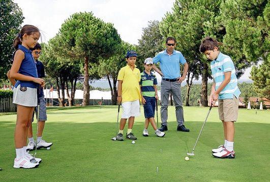 """Golfün Adresi: Kemer Golf Resort... Sahip olduğu geniş vizyon doğrultusunda kendini sürekli geliştiren """"Kemer Golf Resort"""" İstanbul şehir hayatında fark yaratmak, katkı sağlamak için faaliyet gösteriyor."""