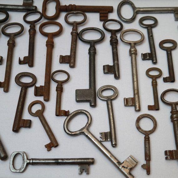 skeleton keys/ vintage keys/large keys/ by AndrasVintagelane