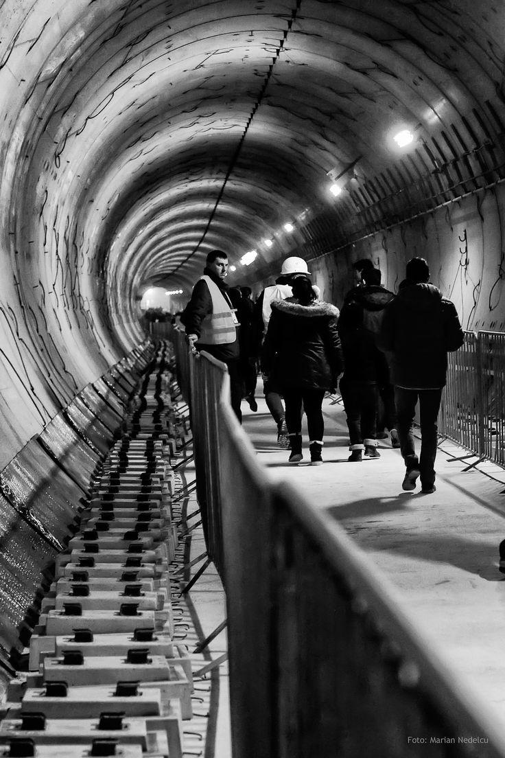 https://flic.kr/p/PyJ2Pk | Tunelul metroului Bucuresti, statia Favorit. | Prin tunelul metroului Bucuresti, statia Favorit, cartier Drumul Taberei.
