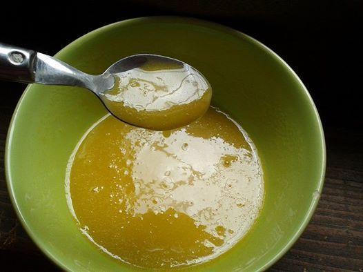 Traiter les cheveux le jaune et le miel