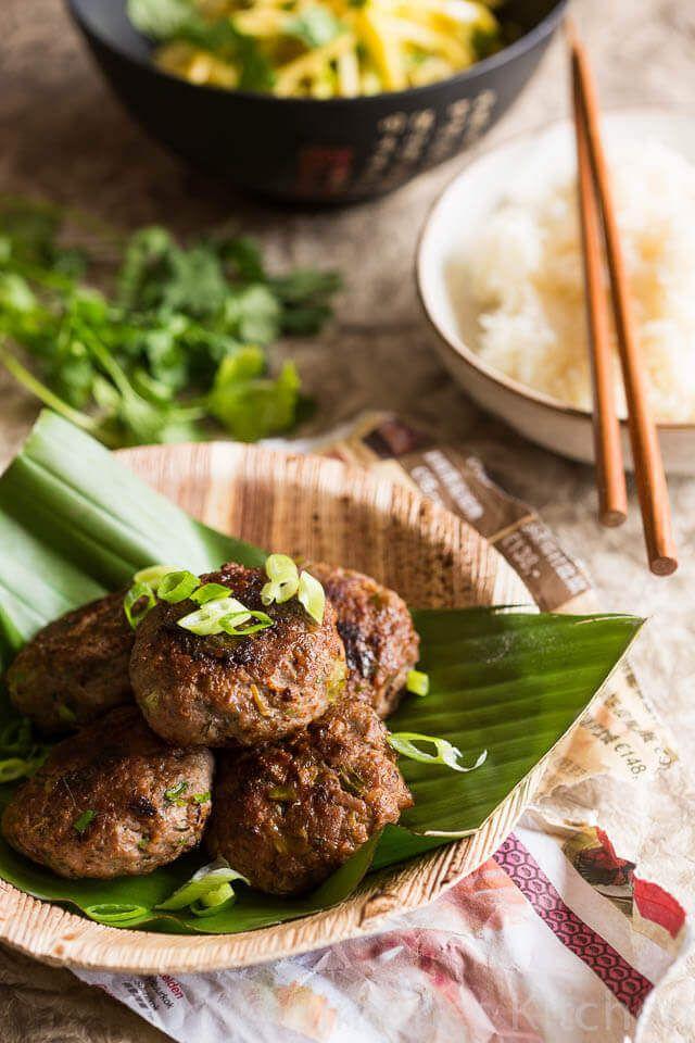 Weer eens een hele andere smaak voor een hamburger zijn deze Aziatische hamburgers met citroengras en vissaus. Heerlijk met opgebakken sticky rijst
