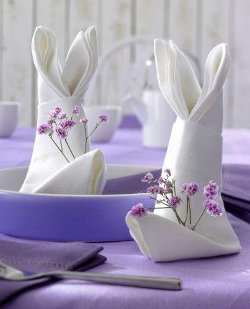 Machen Sie Ihren Gästen mit den hinreißend Oster-Servietten eine Freude - ganz einfach zu falten. Die kostenlose Anleitung haben wir hier für Sie.
