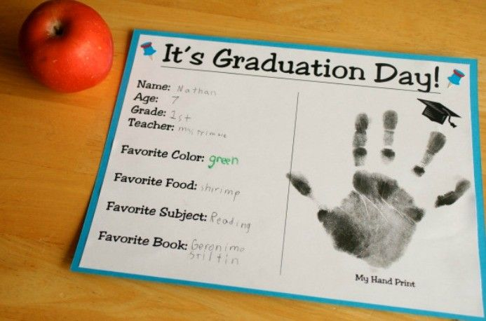 Something to make at the end of every school year.  Would be neat at their Graduation parties one day.Hands Prints, Crafts Ideas, Schools, Graduation Crafts, Cute Ideas, Preschool Graduation, Kindergarten Graduation, Graduation Ideas, Kids