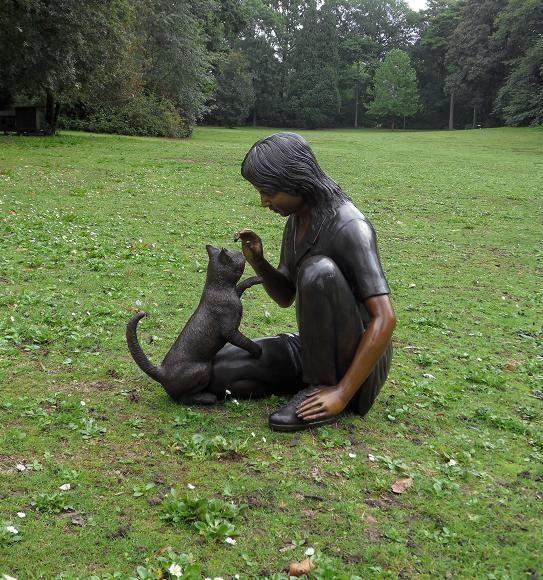 .New garden statues in bronze.