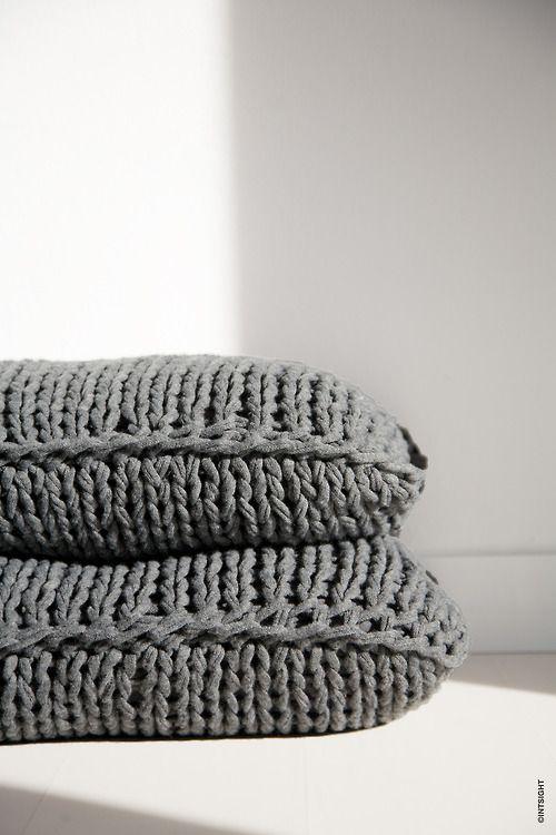 Tricot cushion by Mik Max. Photo ©INTSIGHT