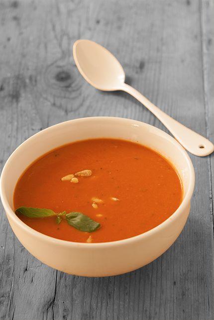 Velouté de tomates rôties Double avantage : c'est à peine 5 minutes de préparation, et c'est idéal quand le four est déjà allumé pour cuire autre chose. Quitte à faire ça la veille pour le lendemain ou à congeler des portions.