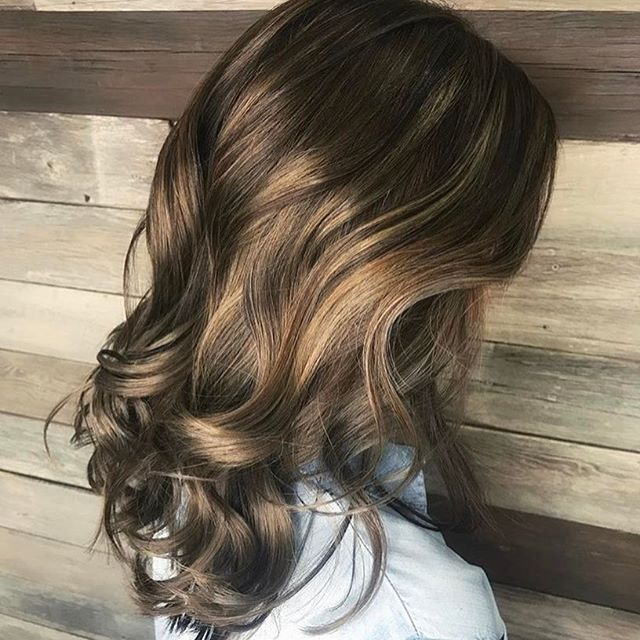 Brunette Balayage Blend. Color by @misssamanthadoeshair  #hair #hairenvy #hairstyles #haircolor #brunette #balayage #highlights #newandnow #inspiration #maneinterest