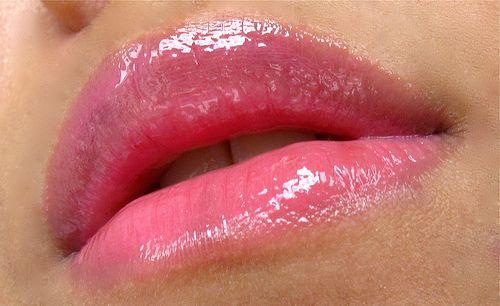 Revlon Super Lustrous Lip Gloss in Pink Pop
