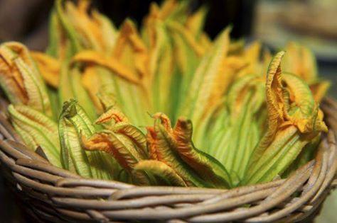Fiori di zucca ai gamberetti...Per la ricetta consultate il mio sito oppure scrivetemi nei commenti!