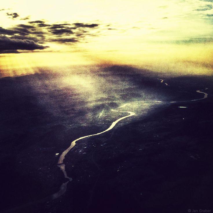 Luftschlange. Foto by Jan Graber. #sky #river #light #color #photography #graber
