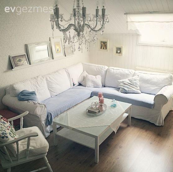Almanya'da yaşayan, 3 çocuk annesi Şerife hanımın beyazın büyüsünün hakim olduğu evinin konuğuyuz.. Konforlu ve kullanışlı Ikea mobilyaları, vintage dekoratif objelerle harmanlayan ev sahibimiz, dekor...