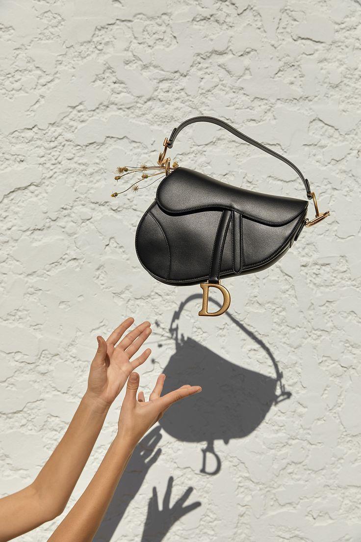 eeb7028836b Pin tillagd av Jessica Désirée på | Bags | | Dior saddle bag, Dior purses  och Black saddle bag