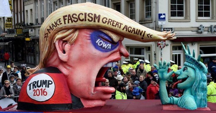 20160208 - Carro alegórico retrata o candidato republicano à Presidência dos Estados Unidos Donald Trump (à esq.) e uma versão cômica da Estátua da Liberdade na Rosenmontag, a segunda-feira de Carnaval comemorada pelos alemães, em Düsseldorf, na Alemanha. O evento precisou ser cancelado por causa do mau tempo. PICTURE: Patrik Stollarz/AFP