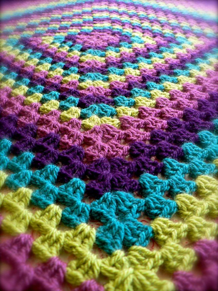 LOVE, LOVE, LOVE THOSE COLORS!!!!!Granny Square Blankets.  Beautiful colour combo.