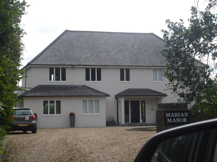 Smooth render on house in Leatherhead