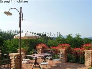 http://www.idealista.it/en/immobile/5802314/index.htm beautiful terrace with panoramic view of a rural building situated in a green area 5 minutes from castelnuovo garfagnana.