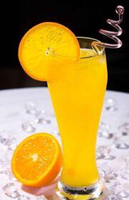 Можно ли пить лимонный сок после пересадке почки? Лимон считается суперфруктом благодаря его пользы здороья, и лимонный сок полезный для здоровых людей и больных, которые получили пересадку почки (трансплантация почки). Вон его пользы для здоровья: