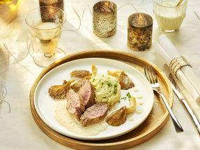 Iberisch varkenshaasje, gebakken oesterzwammen, aardappelpuree met bieslook en witte portsaus