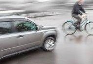 Piemonte: #PIRATI DELLA #STRADA IN AZIONE. Torino  auto investe ciclista e scappa. Donna in gravi... (link: http://ift.tt/2a2gB4j )
