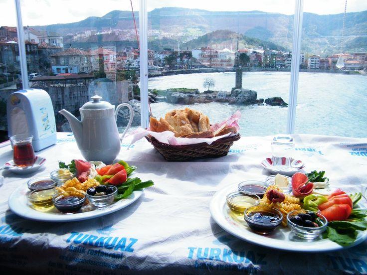 www.bravereaders.es  desayuno turco frente al mar