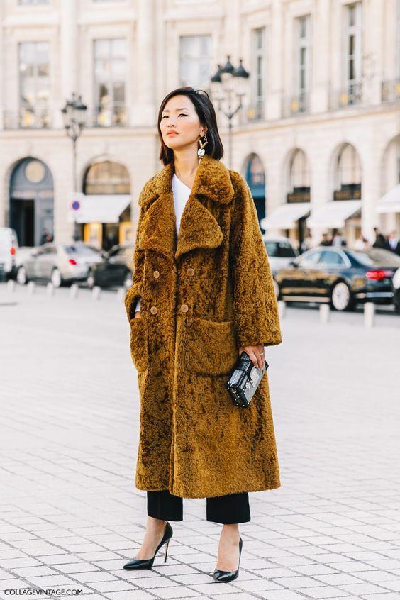 Combate el frío invernal con un abrigo de pelo: faux fur coat