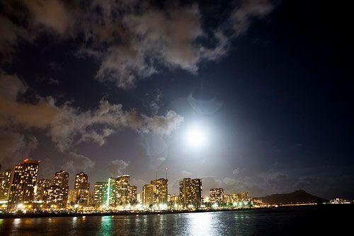 super moon 2013 | Super Moon over Honolulu, Hawaii