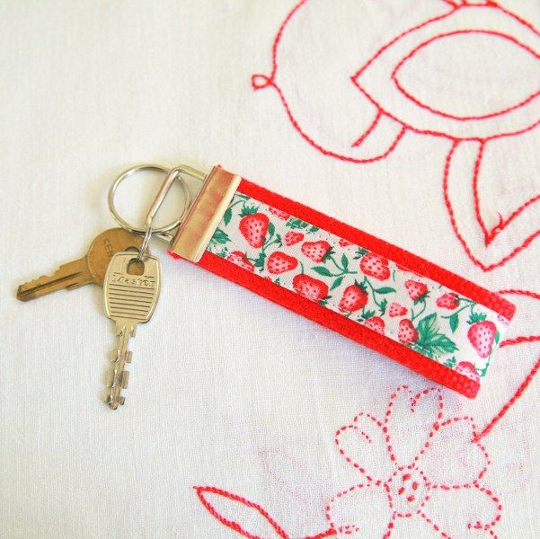 DIY Easy Vintage Ribbon Keychain