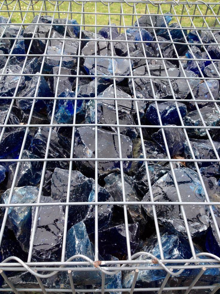 blaues Glas im Käfig