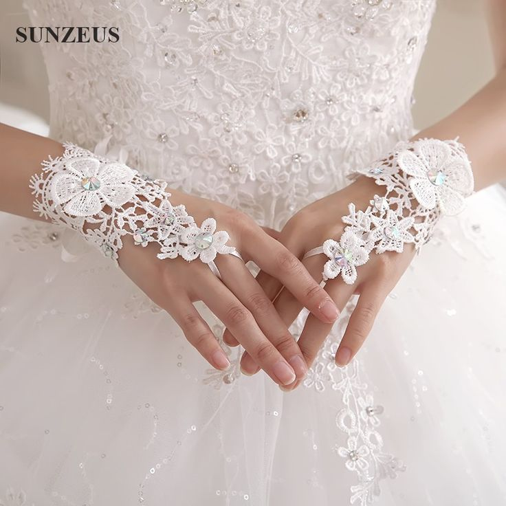 Find More Bridal Gloves Information about Short Wrist Lace Bridal Gloves Sparkle Rhinestones Fingerless Wedding Gloves Guanti Da Sposa G63,High Quality guanti da sposa,China bridal gloves Suppliers, Cheap fingerless wedding gloves from Suzhou Sanjula Dresses Store on Aliexpress.com