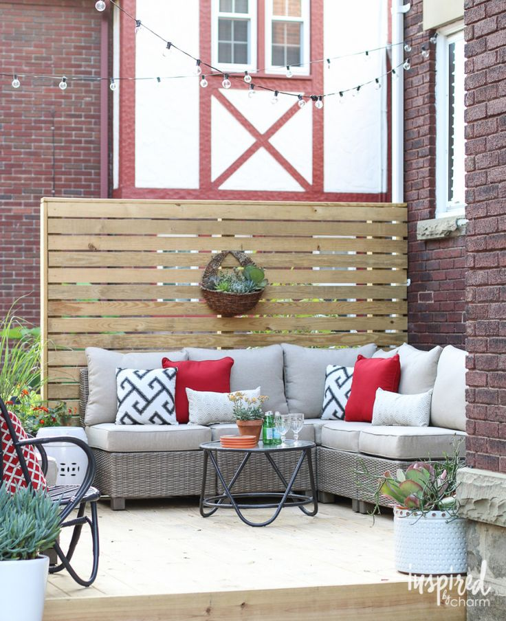 Outdoor Deck Styling / via Inspired by Charm #outdoors #decorating #deck