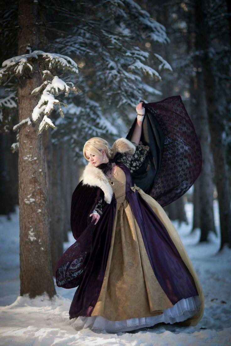Gwendolyn Princess of Winter   Cosplayer/model:jokersdraw  Photographer:Tony Chan Tinophoto