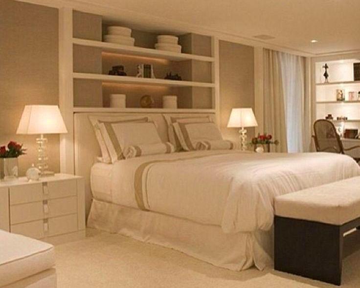 quarto com nicho atras da cama