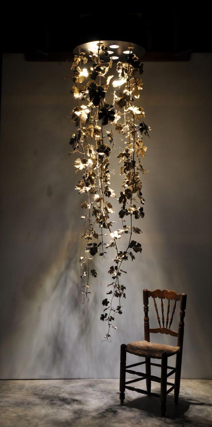 Última colección de Jaume Espí Escultura creada a partir de la reproducción de la materia orgánica, ramas y hojas de vid, fundidas a la cera perdida. Obras de arte exclusivas para iluminar cada espacio.