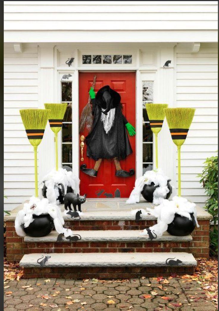 Halloween Decoraciones creativas para halloween Noche de brujas Spooky Halloween, Halloween Veranda, Halloween Porch, Halloween Home Decor, Homemade Halloween, Outdoor Halloween, Halloween Themes, Halloween Crafts, Happy Halloween