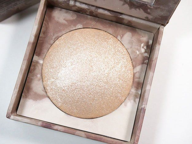 Urban Decay Naked Illuminated Shimmering Powder | 11 Best Highlighters For Spring 2016, check it out at http://makeuptutorials.com/best-highlighters-makeup-tutorials