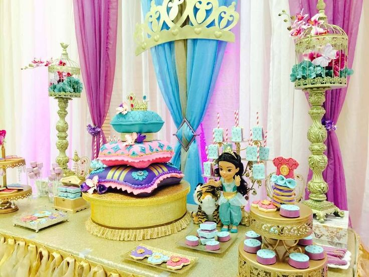 Centra tu fiesta en el mundo árabe con mucho colorido y la princesa Jasmín como protagonista!