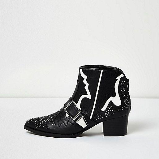 Bottes noires cloutées style Western avec bande blanche                                                                                                                                                                                 Plus