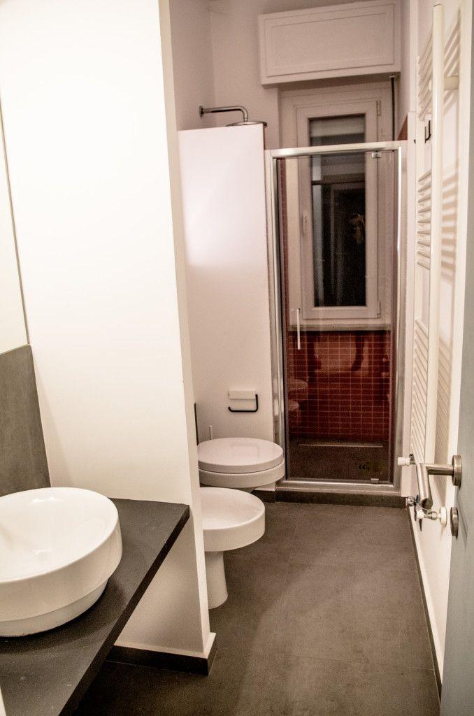 APPARTAMENTO PER STUDENTI – corso Racconigi (TO) | Ciesse Torino - bagno + rosso + interior design