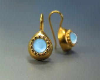 Topacio pendientes, piedras preciosas de Topaz azul suizo, azul pendiente de oro, piedras preciosas curación, piedras preciosas de la gota pendiente, joyería azul, azul pendientes de