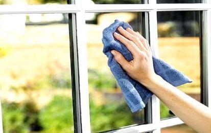 Come pulire i vetri: consigli utili - Come pulire i vetri delle finestre di casa, della doccia o della macchina in modo naturale ed efficace? Ecco alcuni semplici consigli utili su come poter pulire i vetri, rispettando l'ambiente  e la nostra salute.