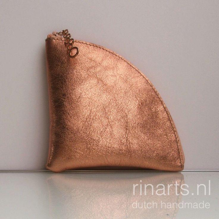 Een persoonlijke favoriet uit mijn Etsy shop https://www.etsy.com/nl/listing/464013794/lederen-portemonnee-kleine-portemonnee