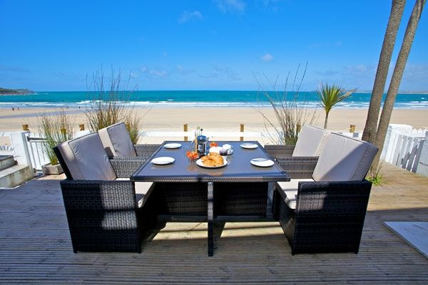 You can't get closer to Carbis Bay beach than this!  Seaspray sleeps four along with one four legged friend.  Wish you were there?  A great base from which to explore St Ives and Cornwall.