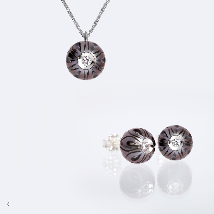 15 best galatea carved pearls images on pinterest tahitian pearls calla lilly style carved tahitian pearls with white gold diamond in a pearl settings only from galatea mozeypictures Choice Image