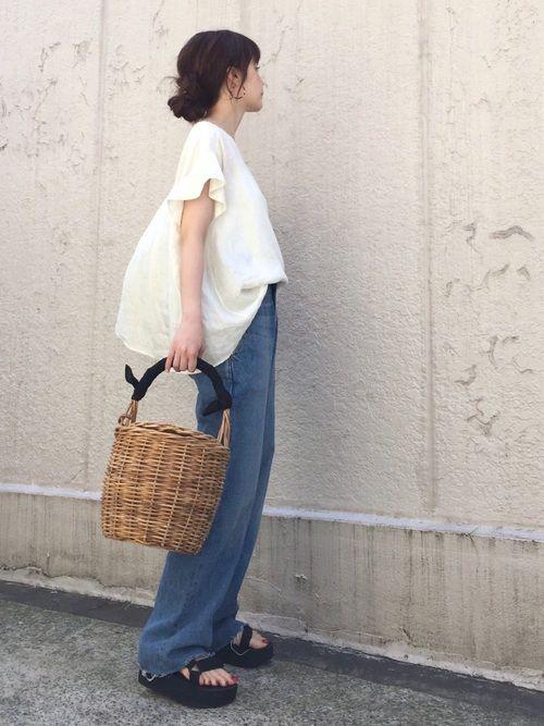 FRAMeWORKのシャツ・ブラウス「フレンチリネン 製品染めブラウス◆」を使ったari☆のコーディネートです。WEARはモデル・俳優・ショップスタッフなどの着こなしをチェックできるファッションコーディネートサイトです。