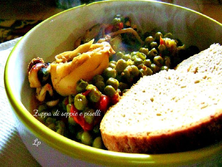 La zuppa di seppie e piselli è uno dei miei piatti preferiti. Leggera e buonissima, vi presento la ricetta di mia mamma! Quella che preferisco!