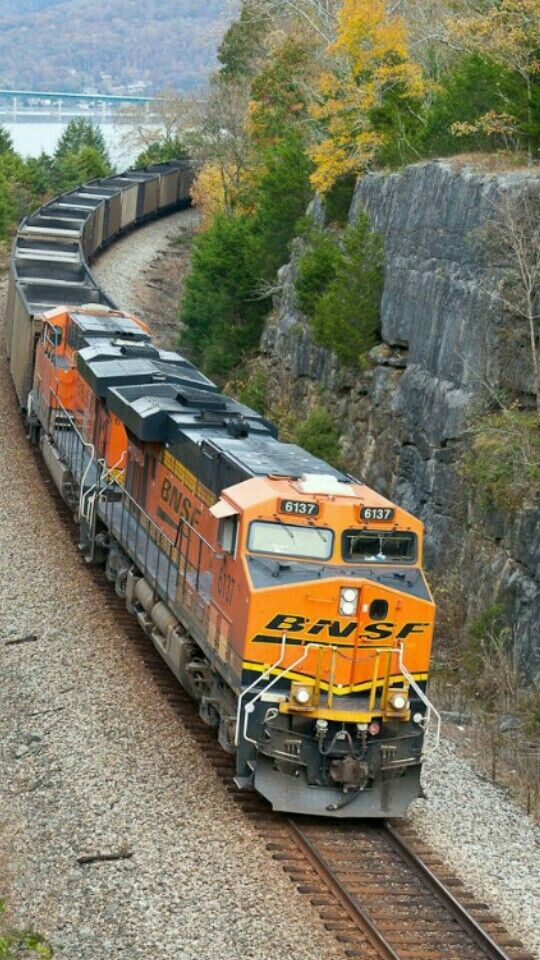 RailPictures Net Photo: BNSF 6137 BNSF Railway GE ES44AC at