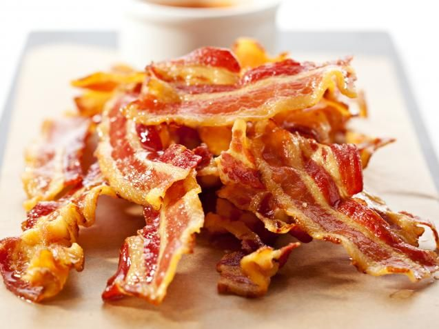 Bacon til frokost smaker nydelig, og for de fleste symboliserer lukten av det lange frokoster på late morgener i ferier eller helger. Om du spiser det med speilegg, har det på en brødskive med leverpostei, eller foretrekker en sandwich med kremost og bacon er en smakssak. Men de aller fleste av oss liker best bacon som er sprøtt og smakfullt - ikke halvstekt og slapt, eller svartbrent og tørt.