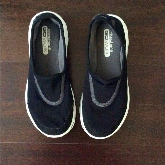 Sketchers Go Walk Sketchers Go Walk in excellent used condition. Easy slip on design. Lightweight woven fabric upper. Built-in heel pull loop. Memory foam fit. Machine washable. Size 7. Skechers Shoes